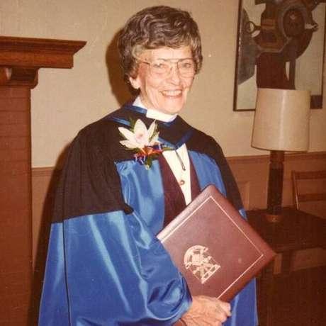 Após sua aposentadoria, a Vera Peters se tornou membro da Ordem do Canadá