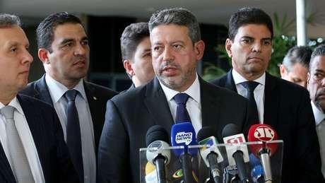 Arthur Lira (ao centro) surge como nome para disputar presidência da Câmara em 2021