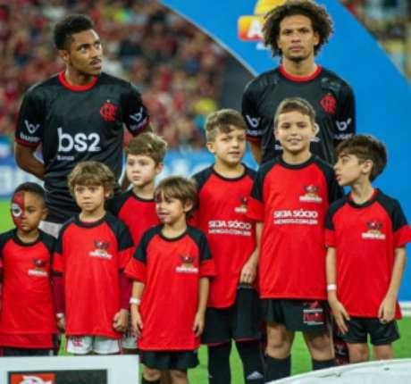 Vitinho se inspira em Willian Arão (Foto: Paula Reis / Flamengo)
