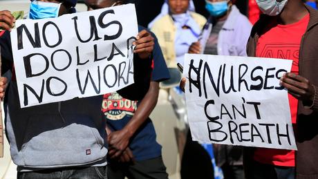 Os enfermeiros querem equipamentos de proteção pessoal e melhores salários