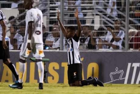 Rodrygo comemora o seu primeiro gol como profissional (Foto: Divulgação/Santos FC)