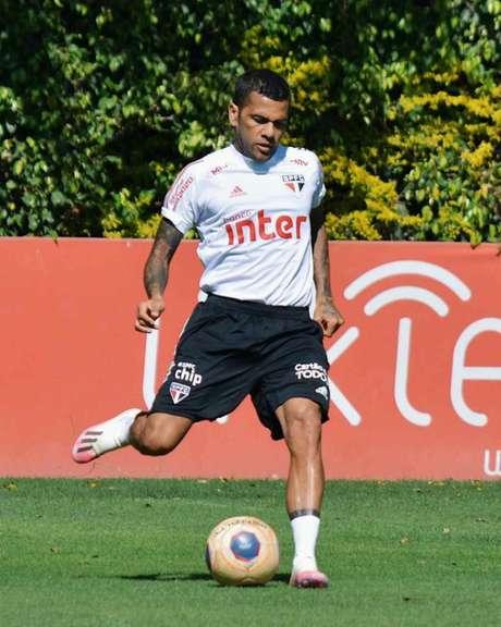 Daniel Alves durante treino do São Paulo - FOTO: Érico Leonan/saopaulofc.net
