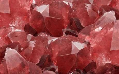 Descubra o poder dos cristais vermelhos -