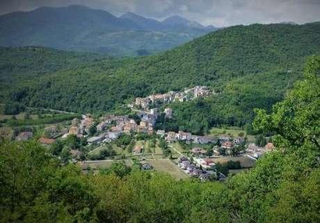 Vista aérea de Filignano, no sul da Itália