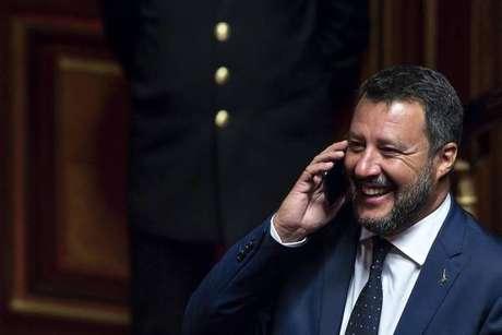 Governo prometeu revogar 'decretos Salvini', mas medidas restritivas continuam em vigor