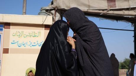 Ao nascer, ir ao médico, morrer: mulheres no Afeganistão têm seus nomes cotidianamente escondidos em público