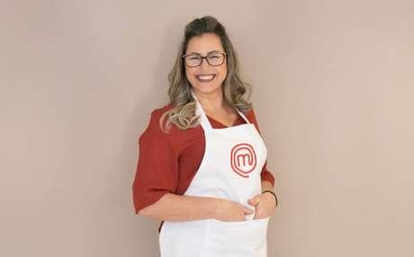 Mineira, Marcely cresceu em um sítio e trabalhou na roça. Aos 45 anos, a participante do 4º episódio do 'Masterchef' em 2020 aprendeu a cozinhar em um fogão a lenha.
