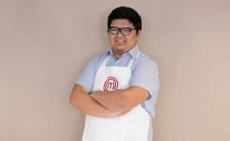 Aos 23 anos, Paulo Henrique estuda medicina e se inspira na culinária de sua mãe.