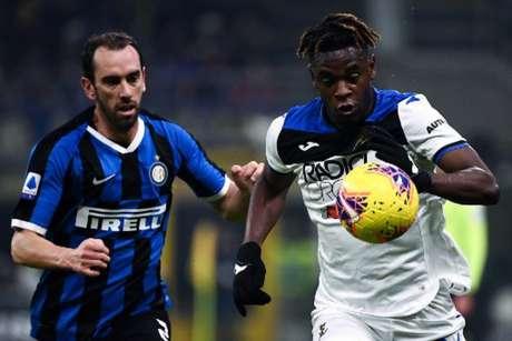 Atalanta e Inter de Milão é o duelo mais aguardado deste sábado (Foto: MARCO BERTORELLO / AFP)