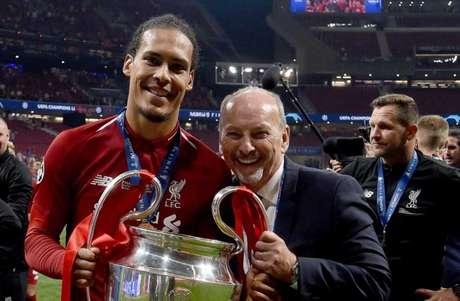Moore venceu a Champions, Mundial e Premier League (Foto: Divulgação)