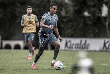 Madson trabalhou com bola nesta sexta-feira no CT Rei Pelé (Foto:Ivan Storti/Santos FC)