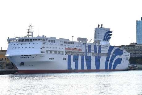 Navio da GNV ancorado em Gênova, noroeste da Itália, em foto de arquivo