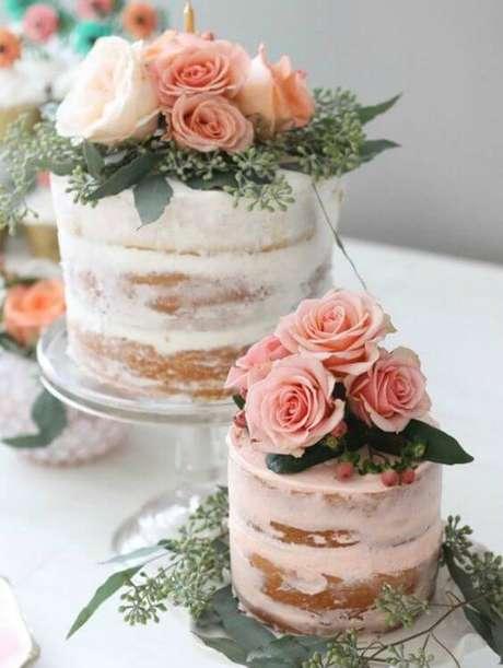 63. Bolos decorados com rosas delicados – Via: Pinterest