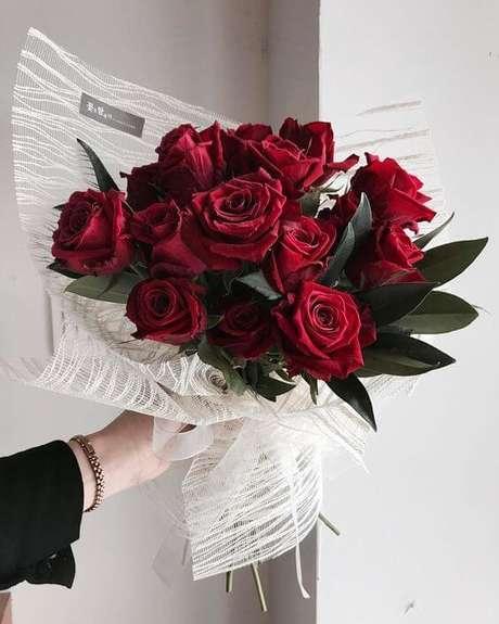 74. Buquê de rosas vermelhas – Via: Pinterest