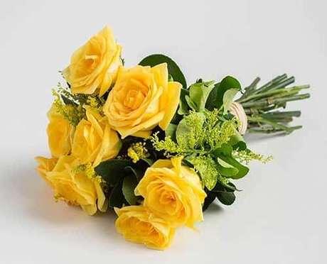 75. Buquê de rosas amarelas – Via: Pinterest