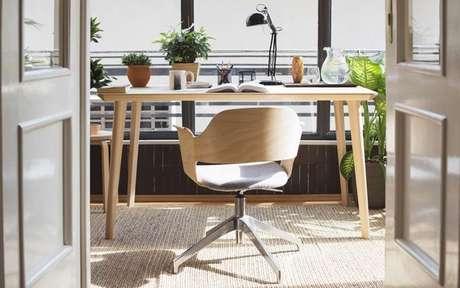 Cadeira de madeira para home office