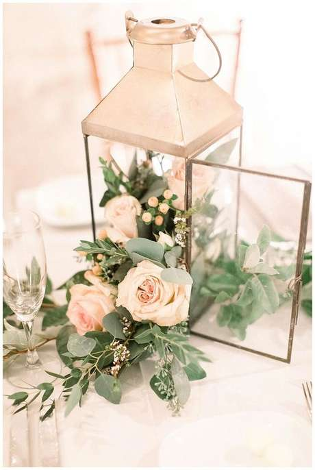 14. Decoração de mesa de jantar com rosa creme – Via: Pitnerest