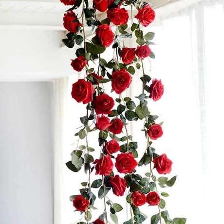 16. A rosa vermelha simboliza paixão e amor – Via: Pinterest