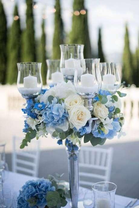 19. A rosa branca é linda para decorar festas com muita delicadeza – Via: Pinterest