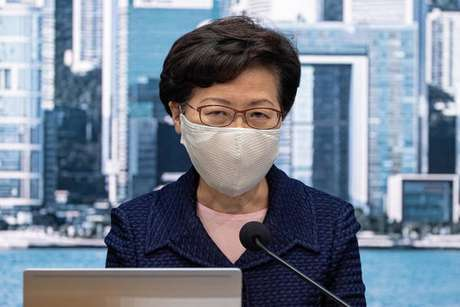 Carrie Lam anuncia adiamento de eleições em Hong Kong