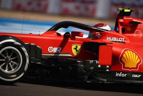 Leclerc ficou com 1min27s570. O tempo foi suficiente para ficar à frente de Lewis Hamilton