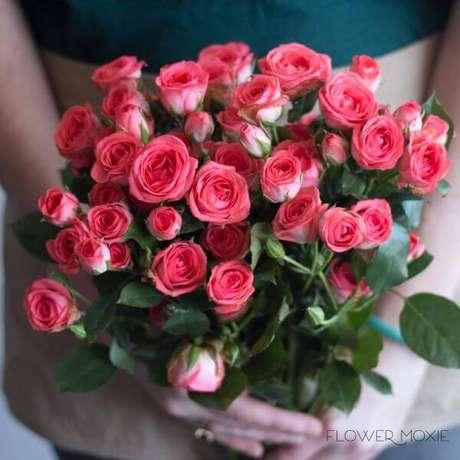 24. Presenteie alguém especial com a rosa flor – Via: Flower Mocie
