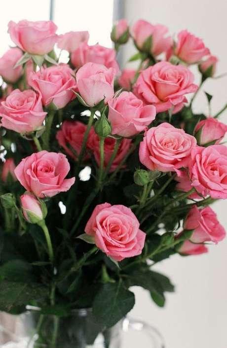 26. Decore sua casa com lindos arranjos da flor rosa – Via: Pinterest