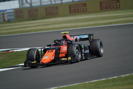 Felipe Drugovich alcançou o feito de marcar a pole-position da F2 em Silverstone nesta sexta-feira