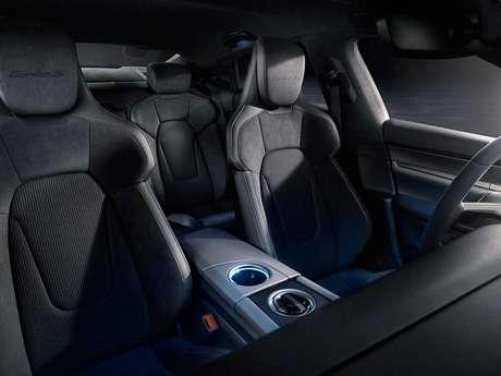 Interior para quatro pessoas, uma das diferenças no novo Porsche Taycan.