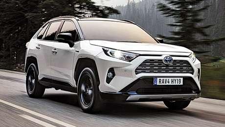 Fechando o pódio, encontramos o Toyota RAV4, com 425.800 unidades vendidas (-4,4%).