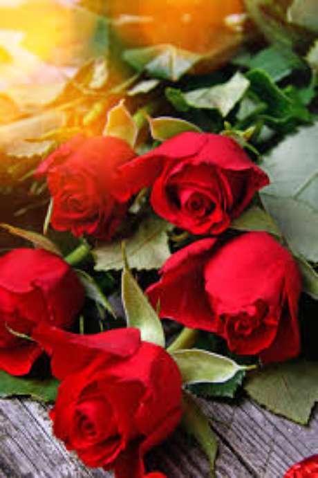 42. Use a rosa vermelha para decorar sua casa com muito romance – Via: Pinterest