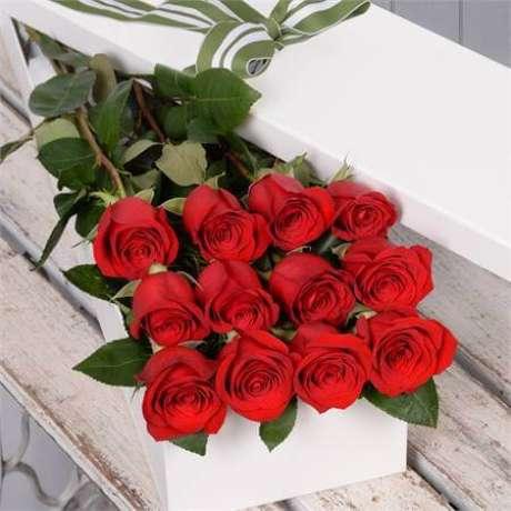 38. Presenteie alguém especial com as rosas vermelhas – Via: Pinterest