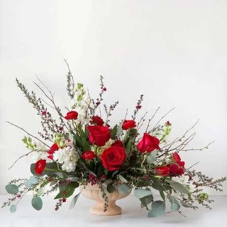 46. Vaso com rosa vermelha – Via: Greenmeadows