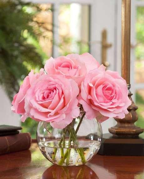 49. Vaso decorativo com rosa cor de rosa – Via: Pinterest