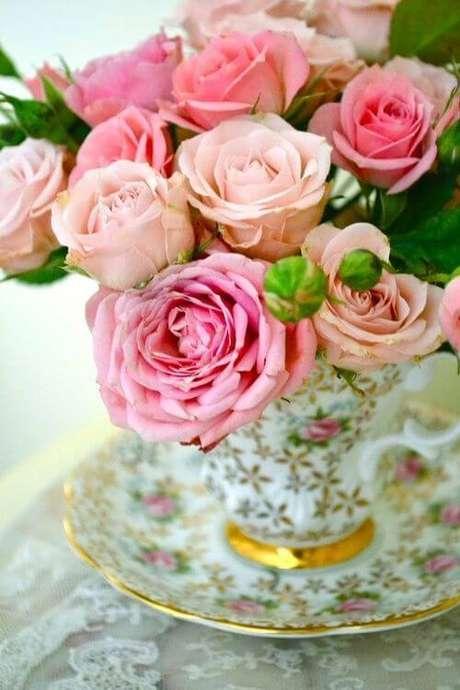 54. Decoração com rosa em tons claros – Via: Pinterest
