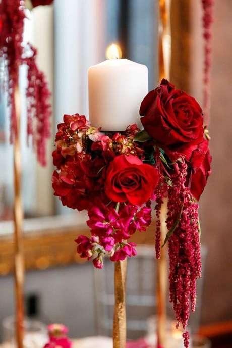 58. Vela decorada com rosa vermelha – Via: Mod Wedding