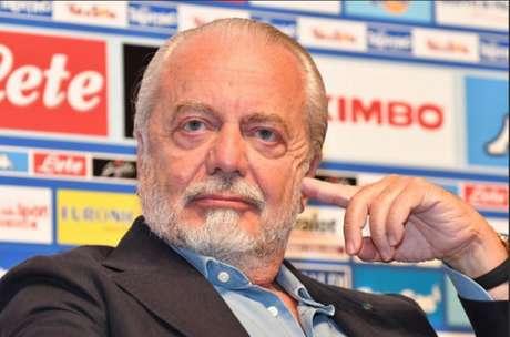 Presidente do Napoli não está satisfeito por jogar na Catalunha (Foto: Reprodução)