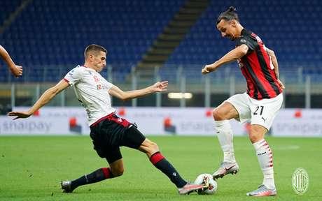 Ibrahimovic faz gol e perde pênalti na vitória do Milan por 3 a 0 sobre o Cagliari (Foto: Divulgação/AC Milan)
