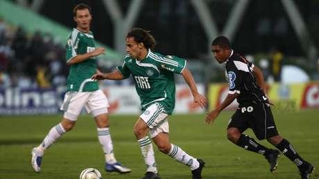 Valdivia fez um dos gols da goleada da decisão contra a Ponte Preta, em 2008 (Foto: Tom Dib/Lancepress!)