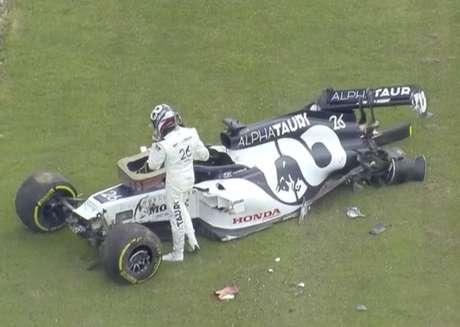 Daniil Kvyat bateu no GP da Inglaterra