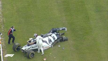 Daniil Kvyat bate forte na saída da curva Becketts no GP da Inglaterra