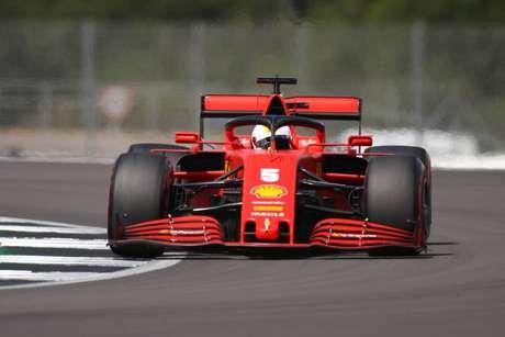 Sebastian Vettel foi apenas décimo