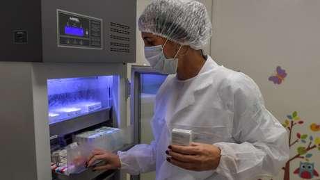 O teste da vacina em Oxford foi ampliado para incluir milhares de voluntários no Brasil e na África do Sul.