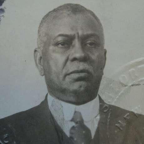 William Ellis em uma foto de passaporte de 1919