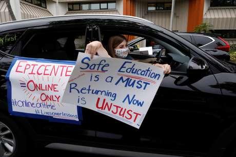 Professores da Flórida protestam contra proposta de volta às aulas presenciais 21/07/2020 REUTERS/Octavio Jones