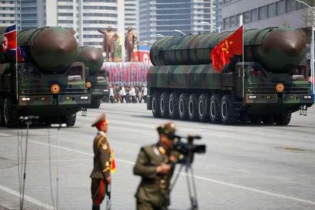 Mísseis são mostrados durante desfile militar na Coreia do Norte. 15/4/2017.  REUTERS/Damir Sagolj