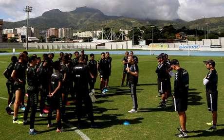 'A minha intenção não é ter só um time. Preciso de outros jogadores, não só os que vão jogar', diz o técnico alvinegro (Foto: Vítor Silva/Botafogo)