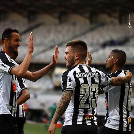 Jair e Nathan pisaram na área rivam e marcaram os gols da vitória do Atlético-MG- (Foto: Divulgação/Atlético-MG)