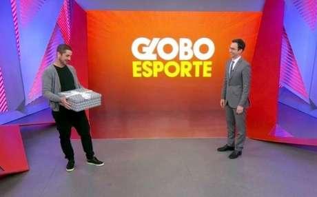 Andreoli presentei Tralli cm uma frigideira (Foto: Reprodução/TV Globo)