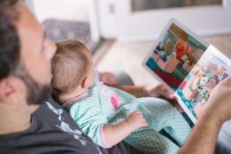 Leia para os seus filhos para estabelecer uma boa relação